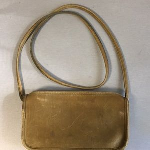 👛 Authentic Coach leather crossbody bag